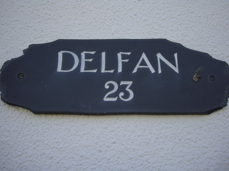 Delfan 3 bedroom bungalow minutes from the sea., holiday rental in Dolbenmaen