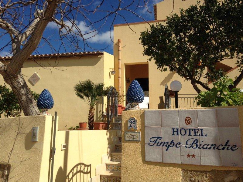 B&B Hotel Timpe Bianche, holiday rental in Castelluzzo
