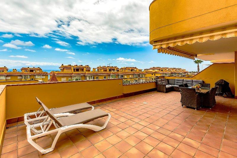 terrazza ampia e confortevole, pieno relax