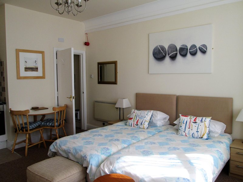 St. David's Holiday Apartments, Rhos on Sea, Apartment 2, Ground floor studio, location de vacances à Rhos-on-Sea