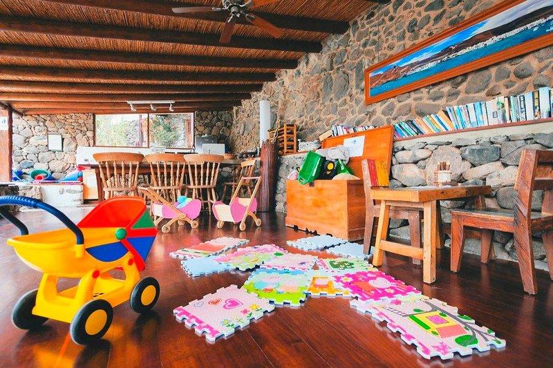 boîte de jouets et bibliothèque à Finca De Arrieta