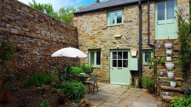 Beautiful little old original 'upside down' cottage for two, holiday rental in Arkengarthdale