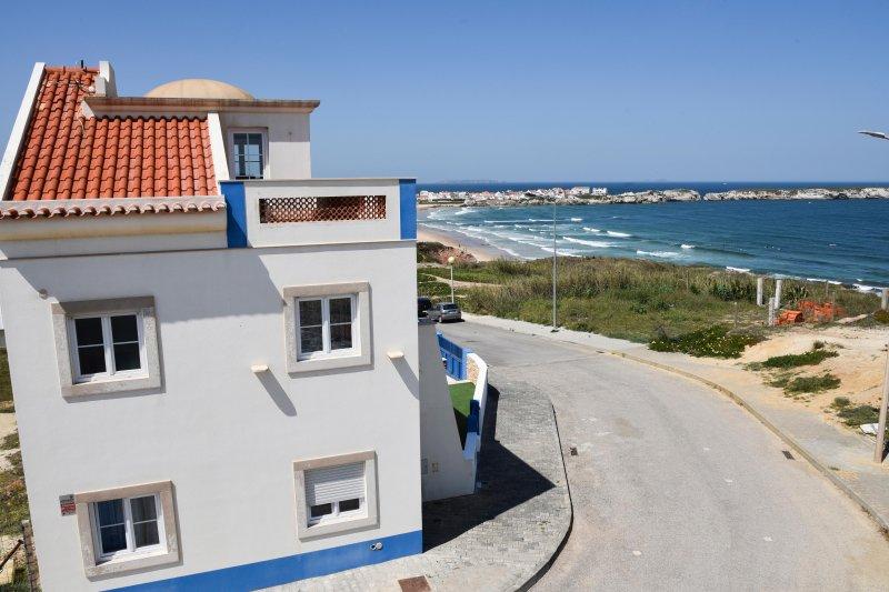 Beautiful villa on Baleal Beach CL, vacation rental in Peniche