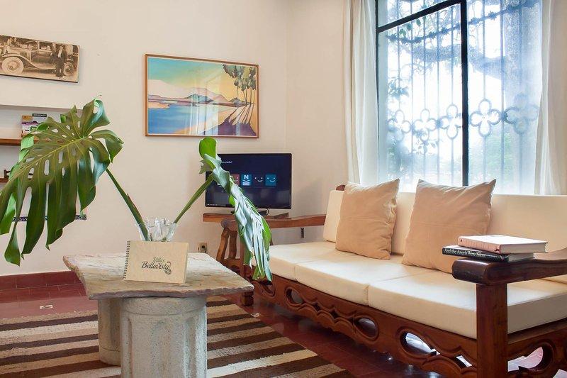 """Sala con 32¨Smart TV con Pantalla Plana / sala de estar con 32"""" Net TV de pantalla plana inteligente"""
