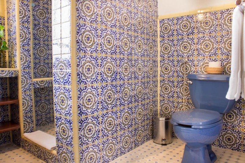 Baño de azulejos/Tile bathroom