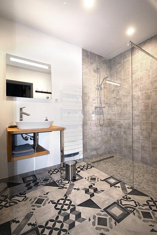 O chuveiro italiano na casa de banho do piso térreo