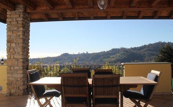 Villa Ponzetti B&B - Cherry bedroom, holiday rental in Ponteranica