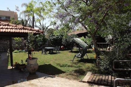 Zimmer in the garden, holiday rental in Zippori