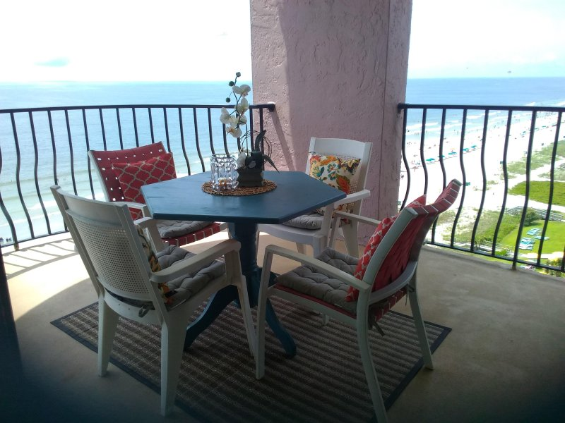 Enjoy dinner here (1 of 2 oceanfront balconies) ...