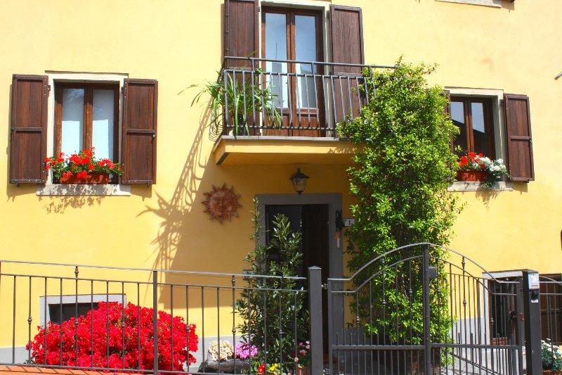 Villa 'Corte de' Baldi' una vista sul Casentino, holiday rental in Quota
