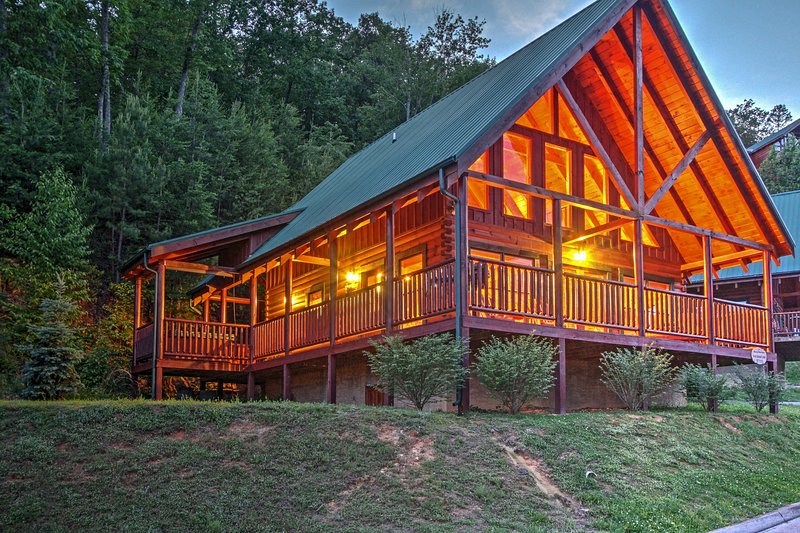 You'll be just 5 minutes from Pigeon Forge and 15 minutes from Gatlinburg.