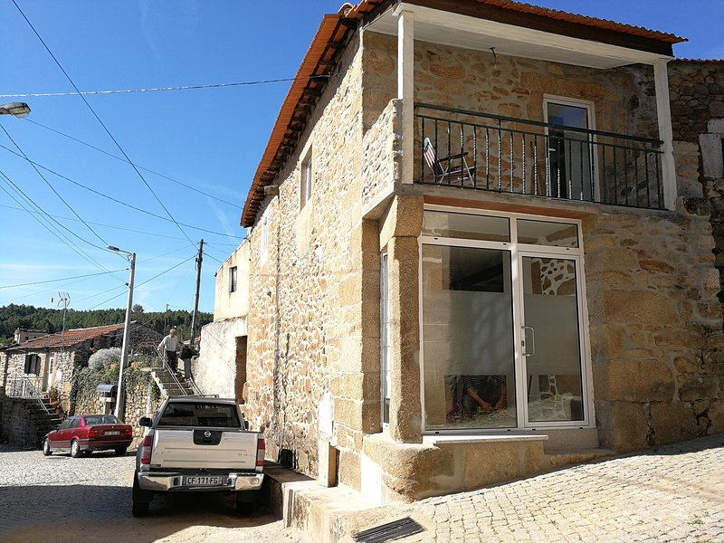 Casa Dona Fonseca: maison en pierre pour 4 personnes dans la vallée du Douro, holiday rental in Vila Real District