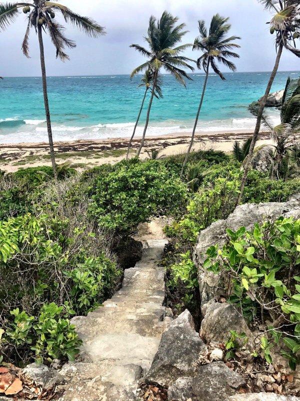 Harri Beach 8 minuters bilresa från Ocean Breeze