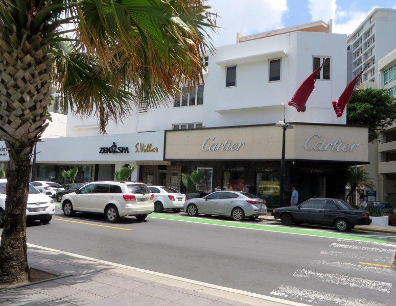 """Al otro lado de la calle de """"Ventana del Mar"""" es Cartier y Zen Spa"""