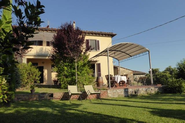 Chianti - sleeps 4 - panoramic private garden - restaurant in walking distance, holiday rental in Lucarelli