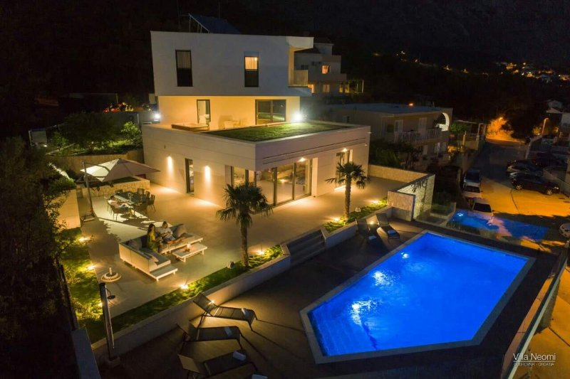 Luxury Villa Noemi Apartments with pool, alquiler de vacaciones en Mlini