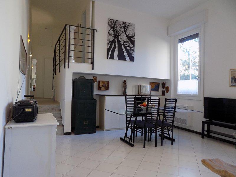 'La casa del forziere verde' con garage privato . CITRA 011015-LT-0370, casa vacanza a La Spezia