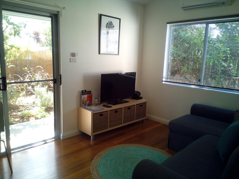 Flat screen TV & DVD, gorgeous polished floors, quality throughout!