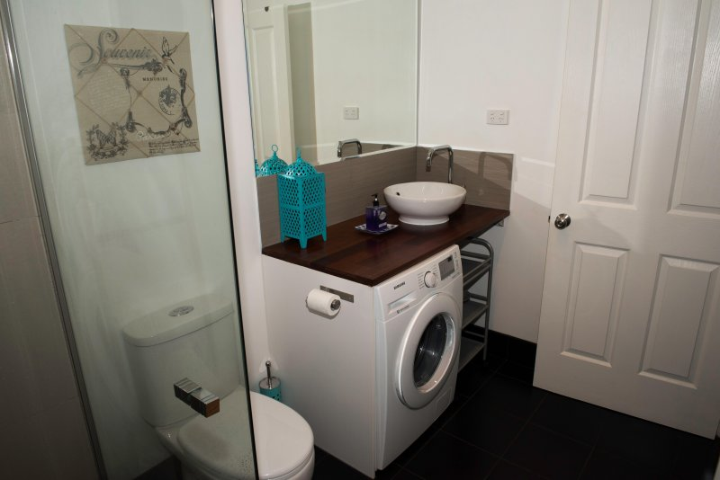 Large bathroom with access from all rooms.