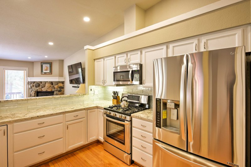 The kitchen includes stainless steel appliances to make meal prep a breeze.