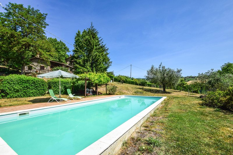 Villa with private pool 90 kms from Rome.3 bedroom, vacation rental in Attigliano