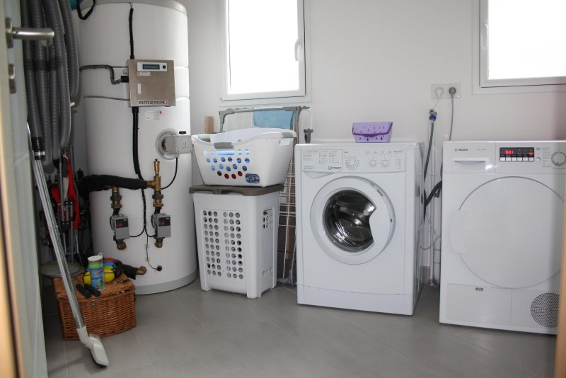 Utility room: Washing machine and dryer ...