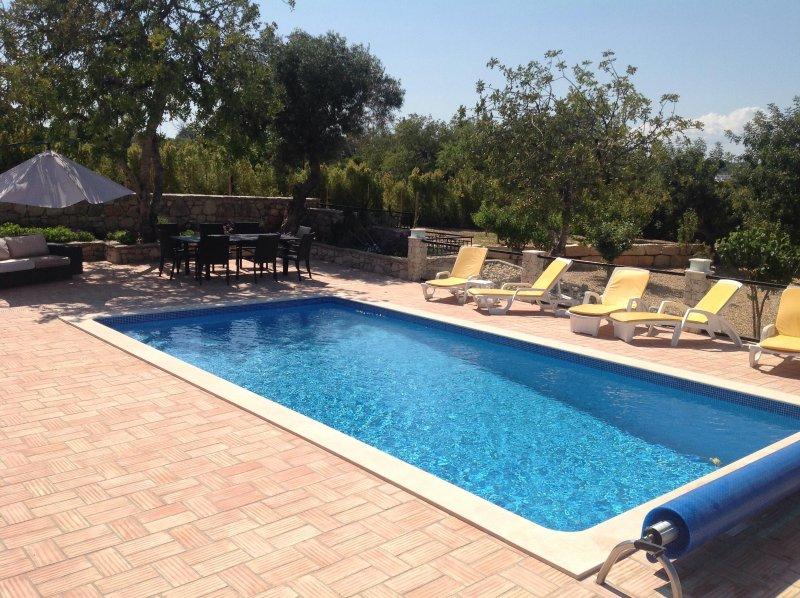 terraço da piscina, muito sol e sombra