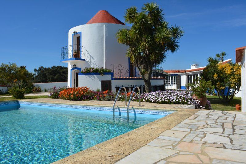 Converted Windmill with Pool, holiday rental in Setubal District