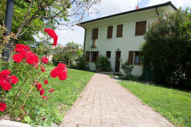 Casa Sulla Collina - bedroom ensuit bathroom, Ferienwohnung in Domegliara