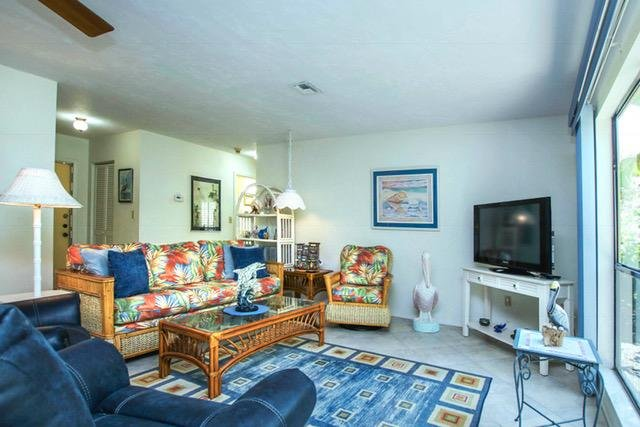 Sanibel, 2 BR Condo on quiet Bowmans Beach, Great Shelling, holiday rental in Sanibel Island