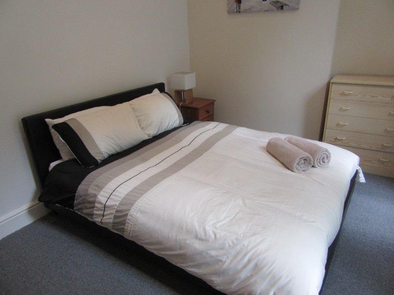 Bright 1 bed apartment, AIgburth, Liverpool, holiday rental in Bebington