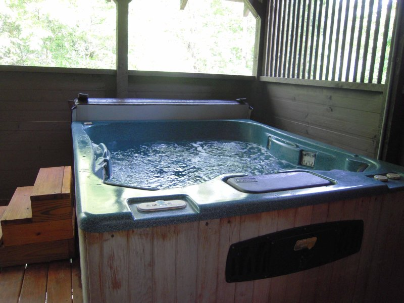 Large HOT TUB for relaxing on your vacation