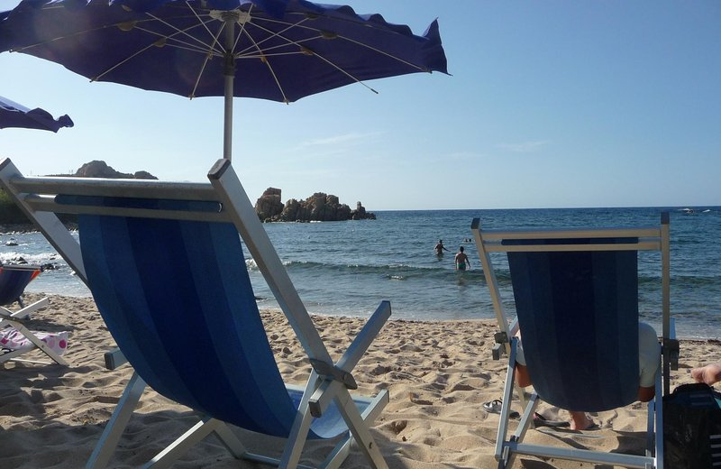 Sun Terrace, Walk to Beach in only 6 mins, holiday rental in Isola Rossa