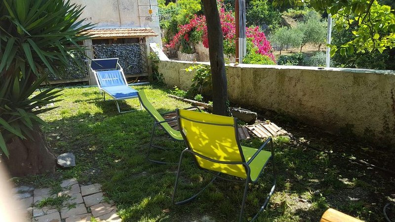 Garden Bijou with sea view (walking distance from beaches), vacation rental in Vietri sul Mare