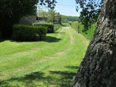 abgeschlossenes Grundstück und weg von der Straße: Pfadname