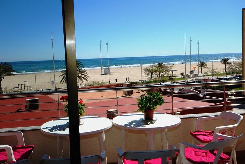 Apartamento 1a Linea Playa. Premium. 4/6 PAX. WIFI Piscina, holiday rental in Grau de Gandia
