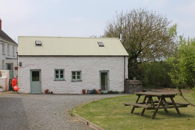 The Dairy, holiday rental in Little Haven