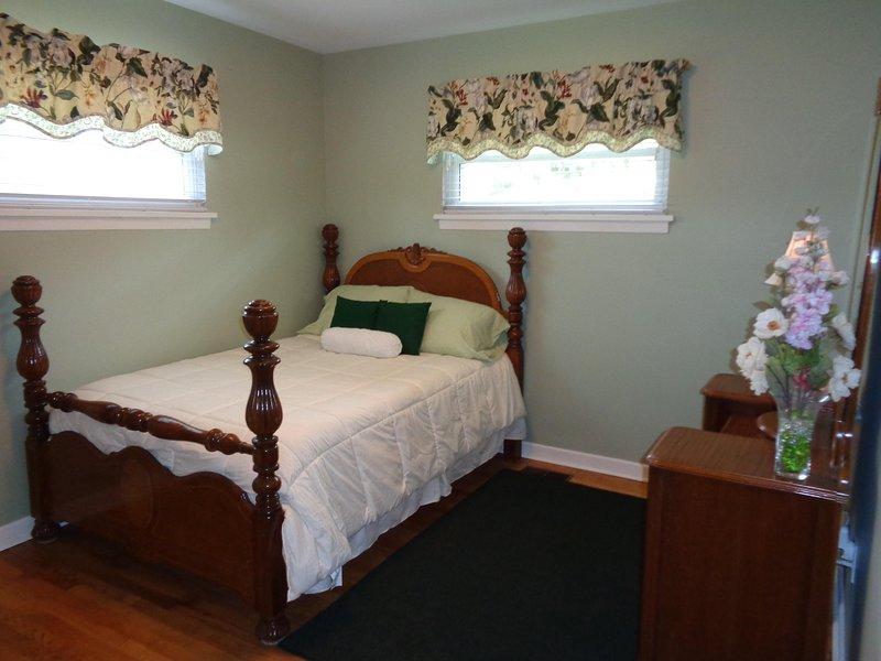 Green Bedroom w/ full size bed, vanity w/mirror