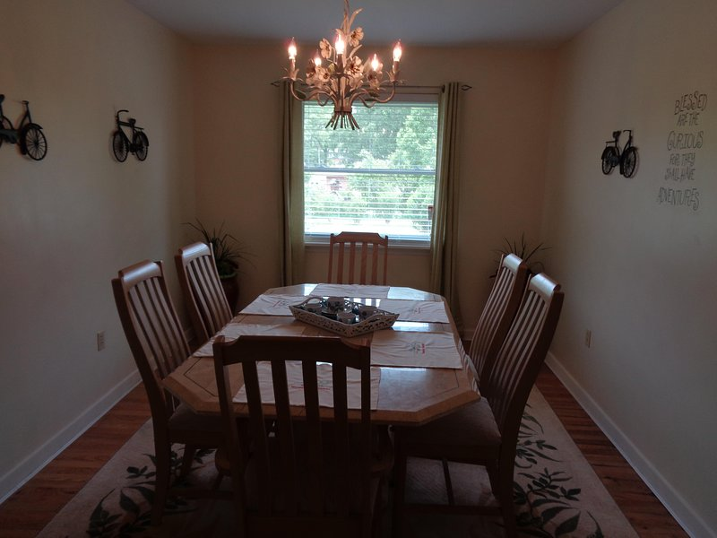 Dining Room w/seating for 6