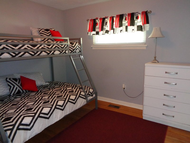Bunk Room w/bunk beds : single on top and full on bottom