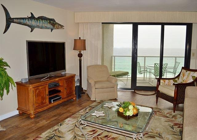 II Beachside 4275 Living Room