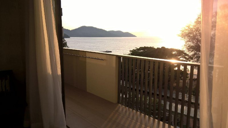 Superior Sea View Suite - Managed by SDB HOST, holiday rental in Batu Ferringhi