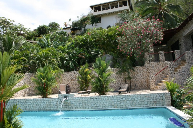 Villas Casa Loma - (Suite 501): Tropical Villa with Pools and Spectacular Views, holiday rental in Playa Prieta
