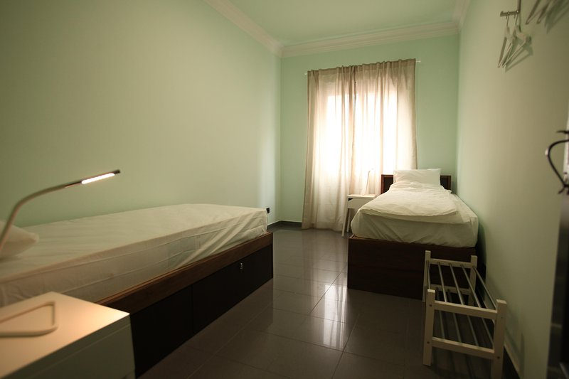Happy Mike Hostel Room 5, holiday rental in Alfragide