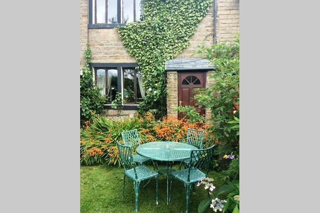 Beautiful Saddleworth  Farm Cottage, holiday rental in Mossley
