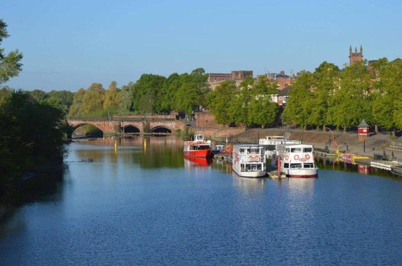 Serene crociera sul fiume Dee