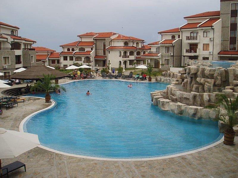 Large Apartment in The Vineyards Resort, holiday rental in Kableshkovo