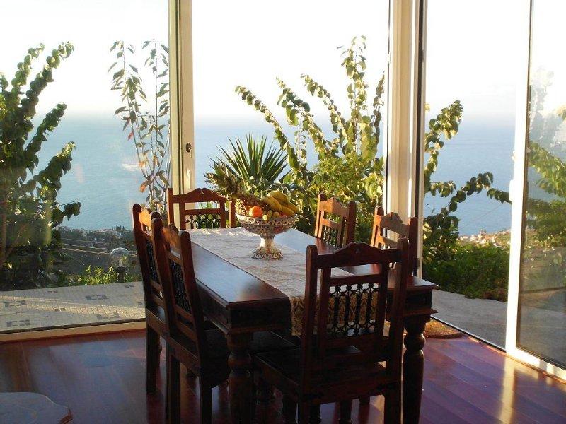 Erholung pur, 180 Grad Meerblick mit eigenem Zugang, Sonnenterrassen und Garten, Ferienwohnung in Canhal