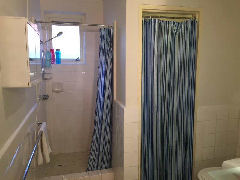 2. No baño ultramoderno, pero que va a salir absolutamente limpio y brillante