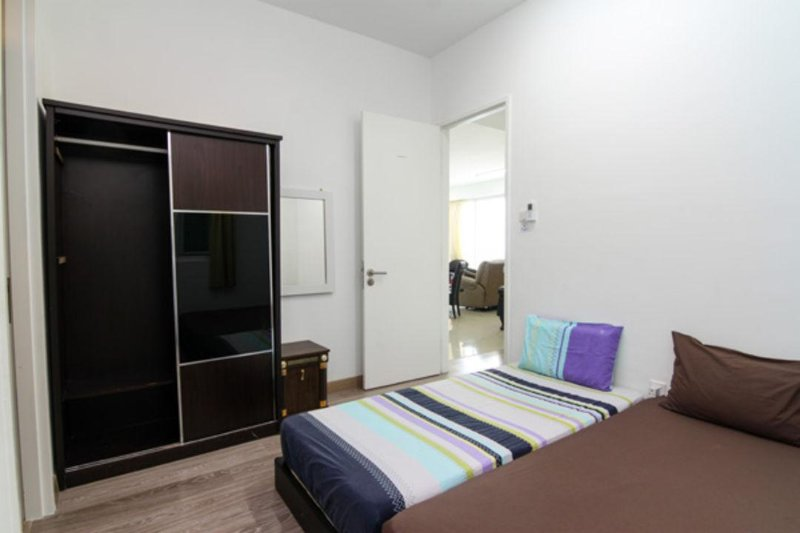 Bedroom No.2 - with 1 Single Bed & 1 Queen Size Bed ( 3 Person)